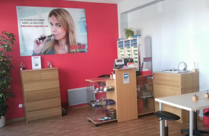 Le vaste espace de conseil et de vente de la cigarette électronique à Pessac