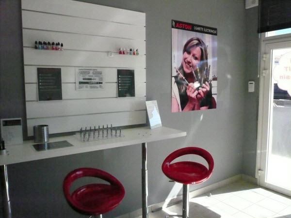 Accueil des clients pour tester et apprécier les différents arômes e-liquide